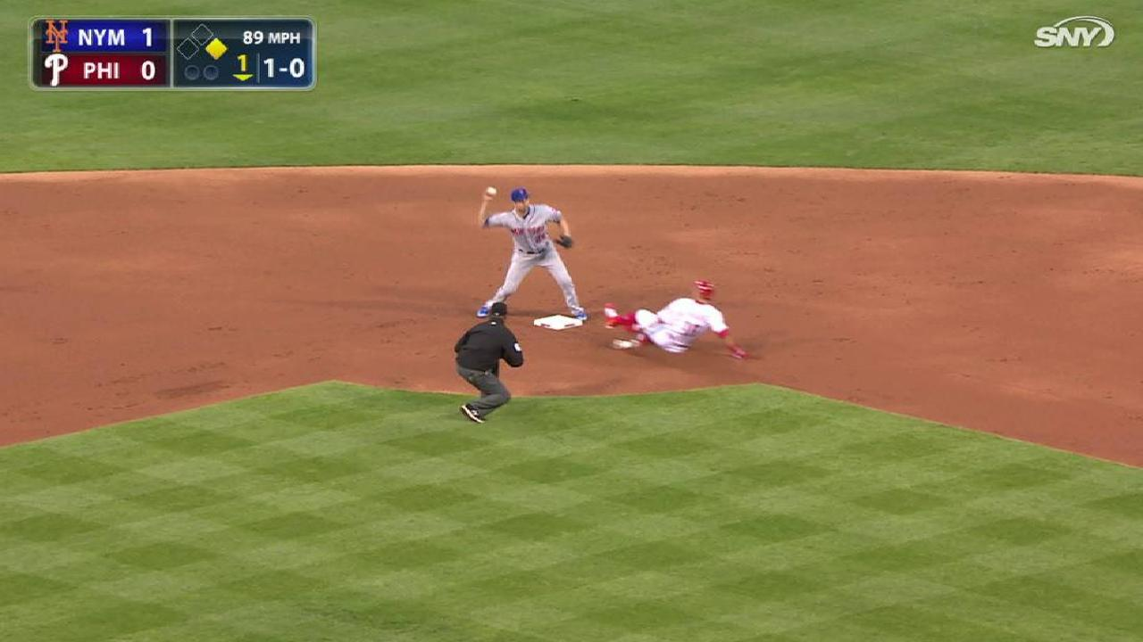 Mets turn a double play