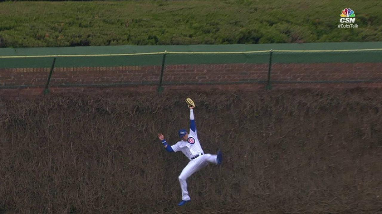 Almora Jr.'s leaping catch