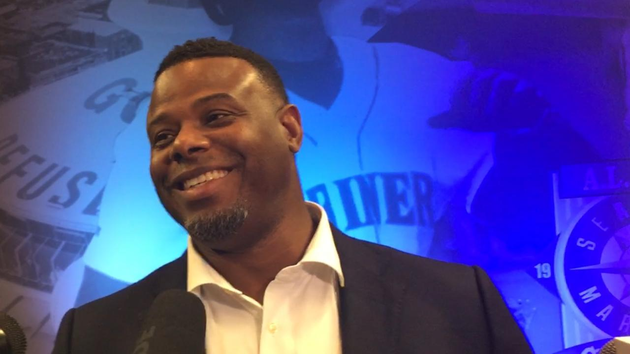 Mariners unveil Griffey statue at Safeco