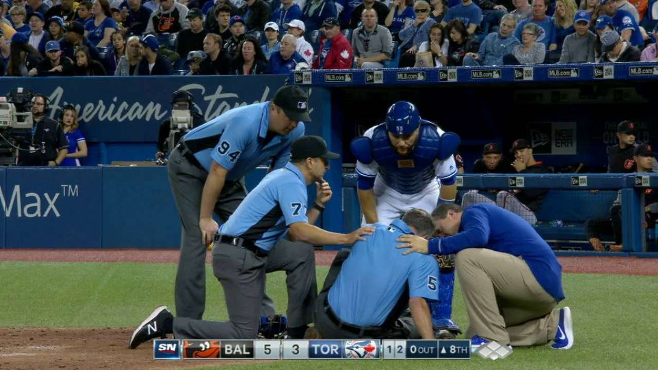 Home-plate ump exits with injury after foul tip