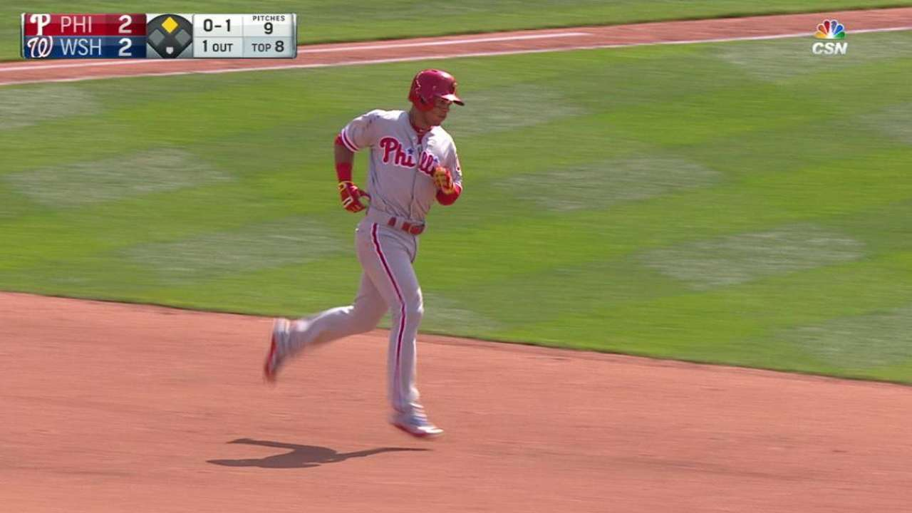 Hernandez's late homer lifts Phillies over Nats