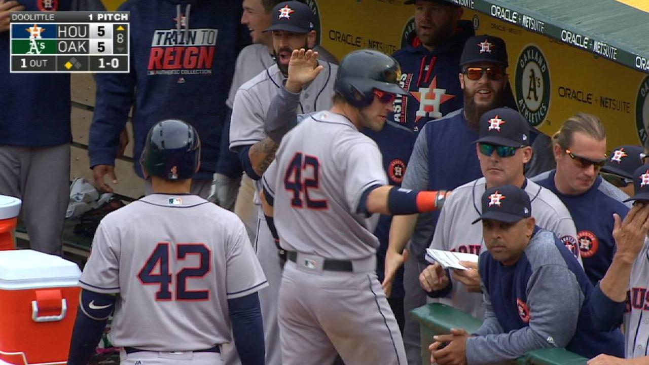 Reddick ties game on wild pitch