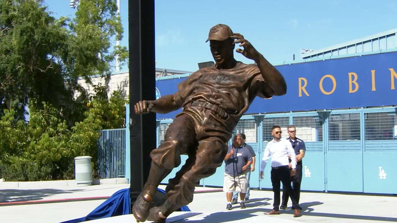 Jackie Robinson statue unveiled