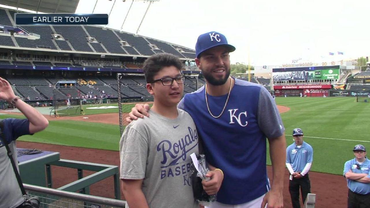 Royals give out gloves to kids