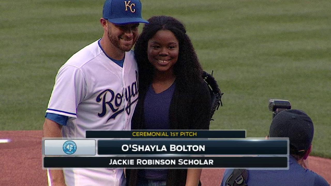 Royals, Halos honor Jackie Robinson at The K