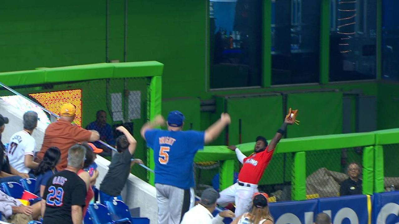 Ozuna hangs onto wall for catch