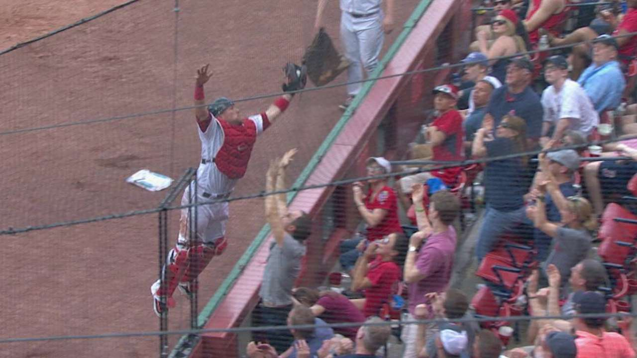 Vazquez's great jumping catch