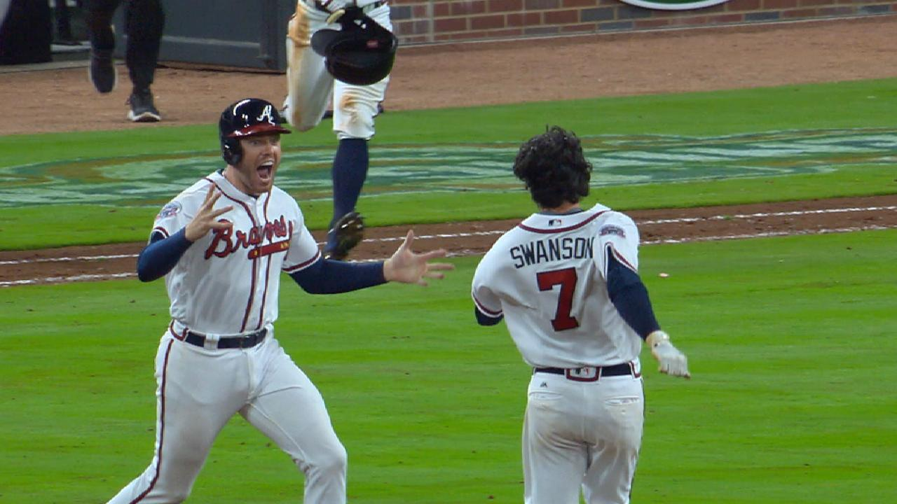Swanson's walk-off hit helps Braves sweep Padres