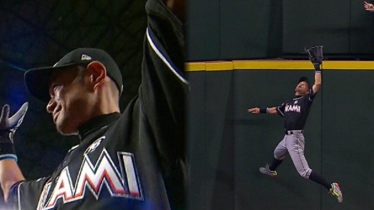 Must C: Ichiro's sprawling grab
