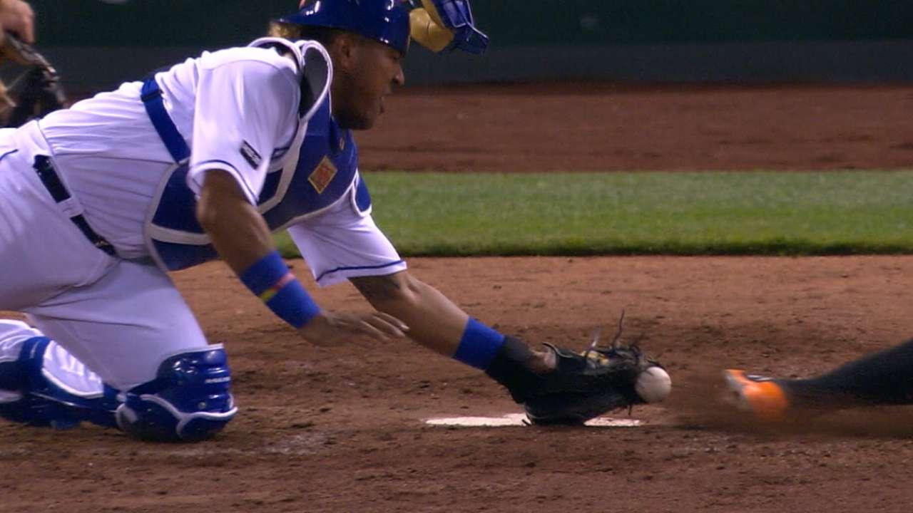Perez's terrific glove swipe