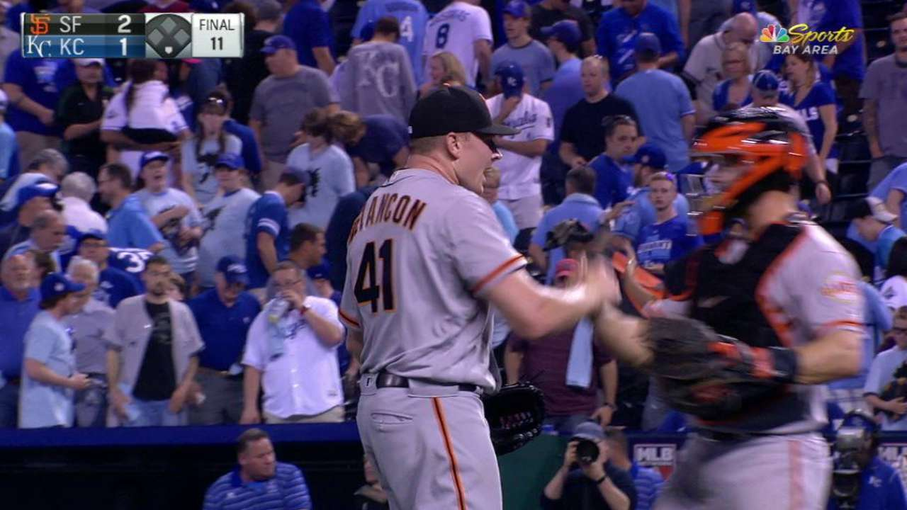 Giants slip past Royals with 11th-inning rally