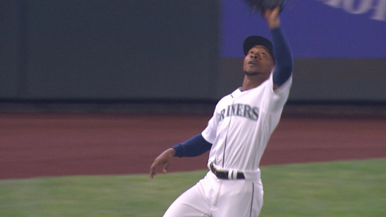 Dyson shows off his arm