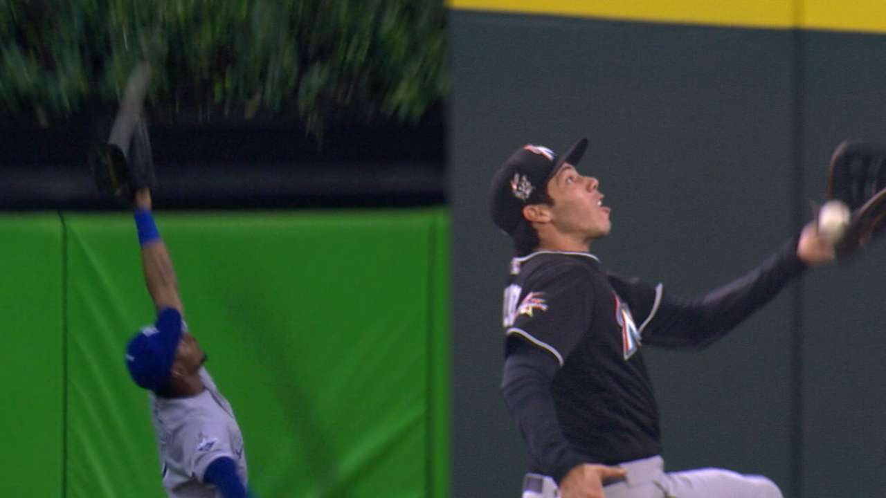 Face-plant payback? Yelich robs Dyson at wall