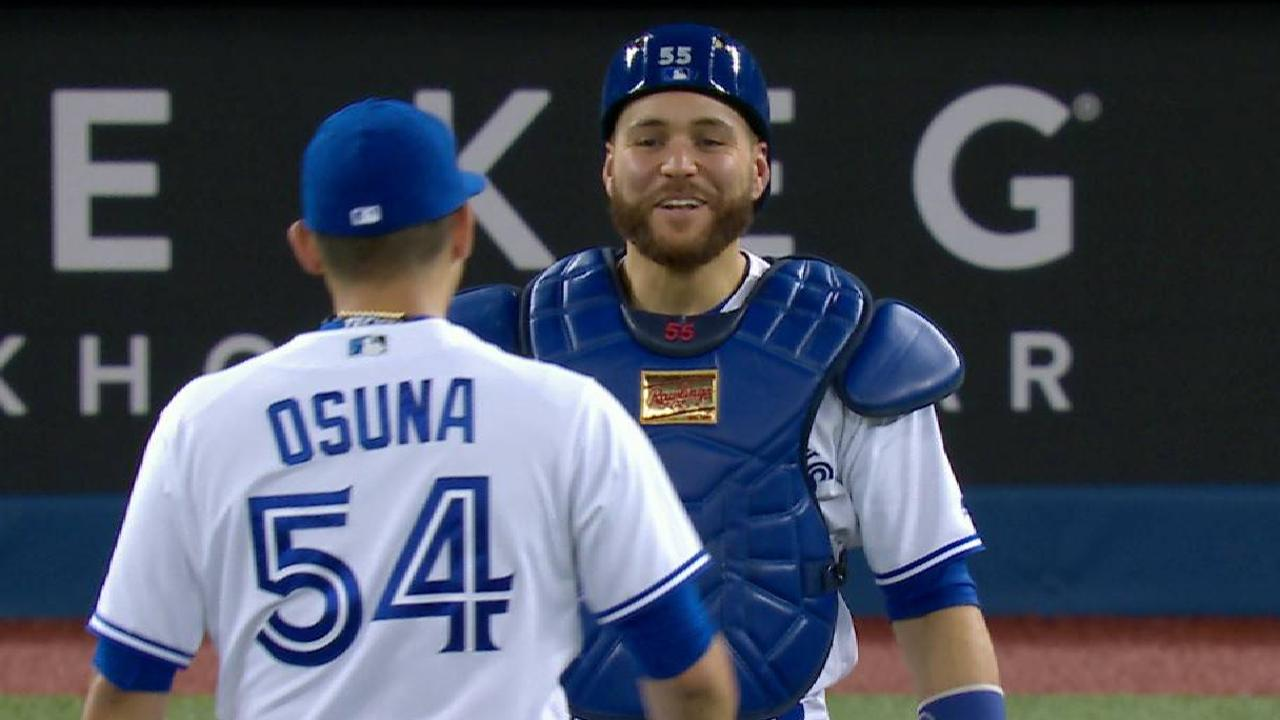 Osuna earns the save