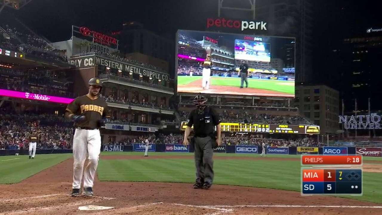Hedges y Cahill le dan a los Padres su tercer triunfo en fila