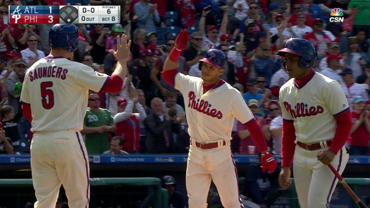 Hernandez's two-run homer
