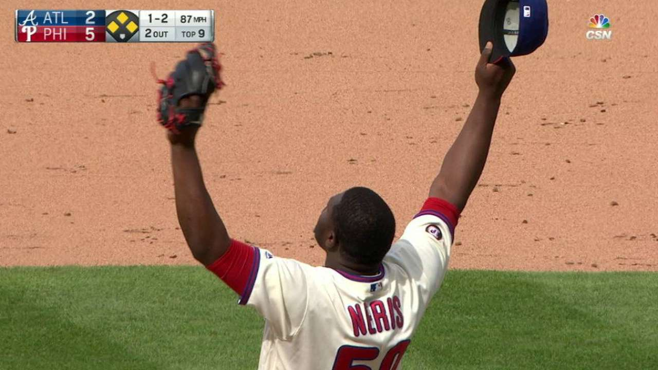 Neris gets bases-loaded grounder