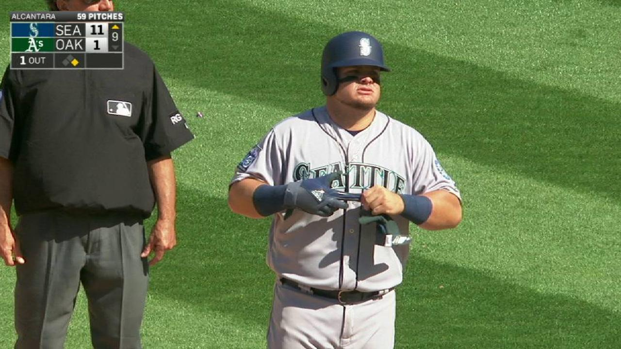 With Valencia ailing, Mariners add Vogelbach