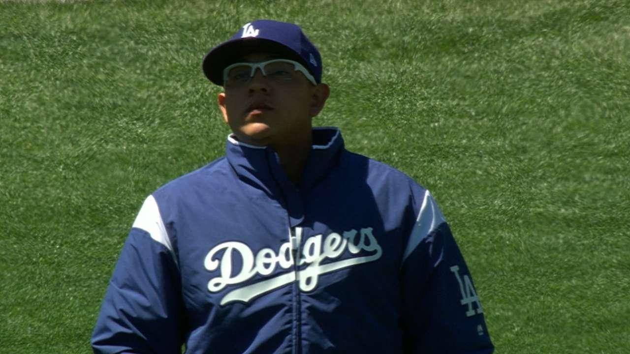 Urías tiene sólido debut en el 2017 en triunfo de Dodgers