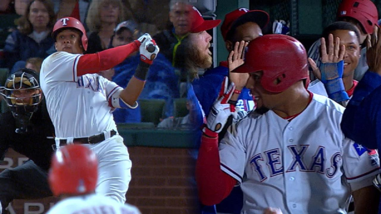 Gomez hits for cycle as Rangers top Halos
