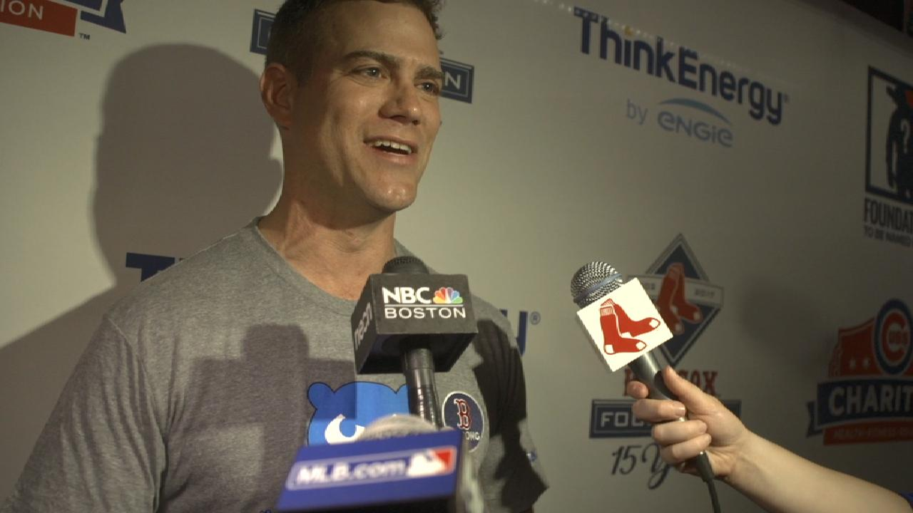 Red Sox, Cubs go extra mile for foundations
