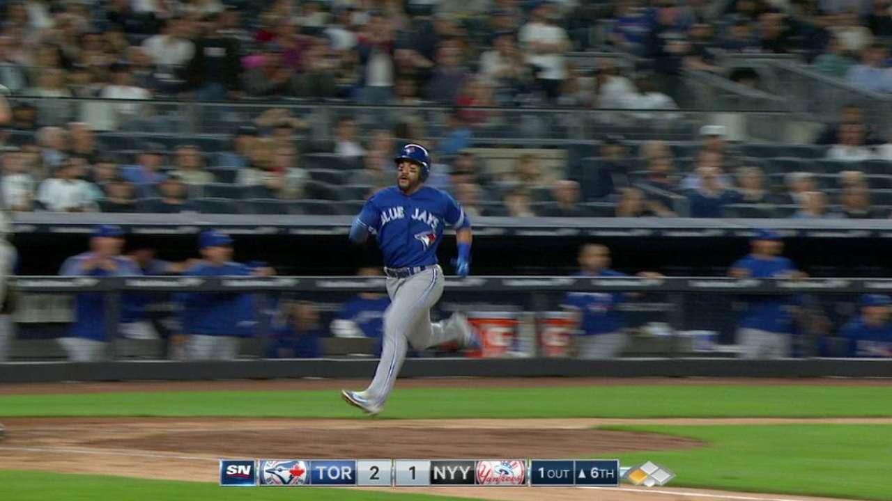 Marco Estrada y Ryan Goins guían a los Azulejos sobre los Yankees