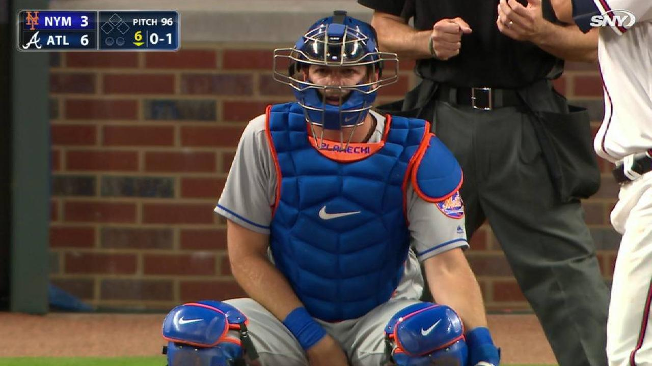 Mets place d'Arnaud on DL with wrist bruise