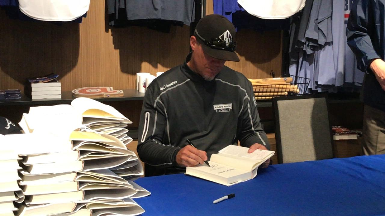 Chipper comes to SunTrust for book signing
