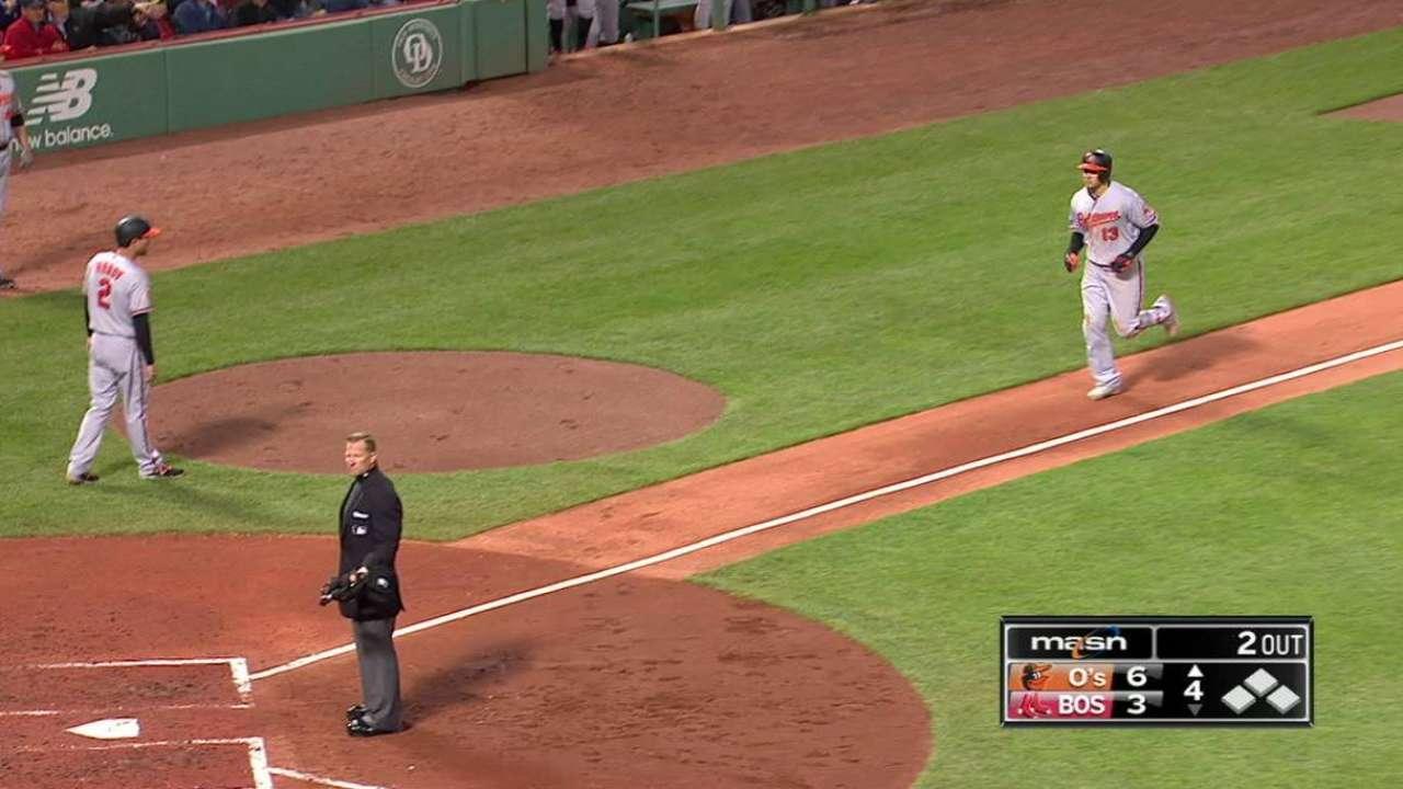Machado se vuela la cerca y Orioles dividen serie en Boston