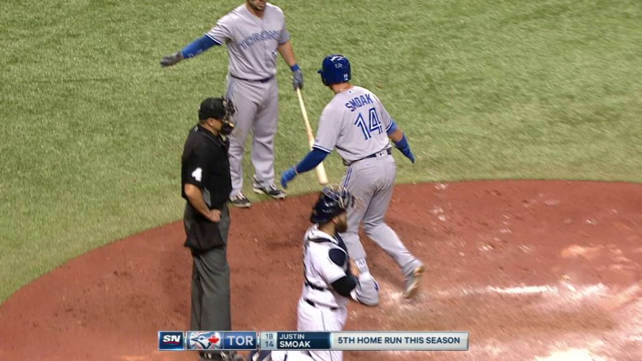 Smoak's back-to-back homer