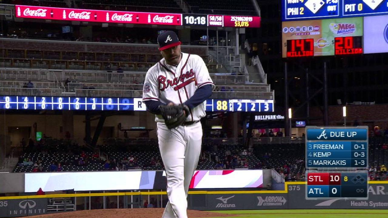 Braves sticking with 8-man bullpen for now