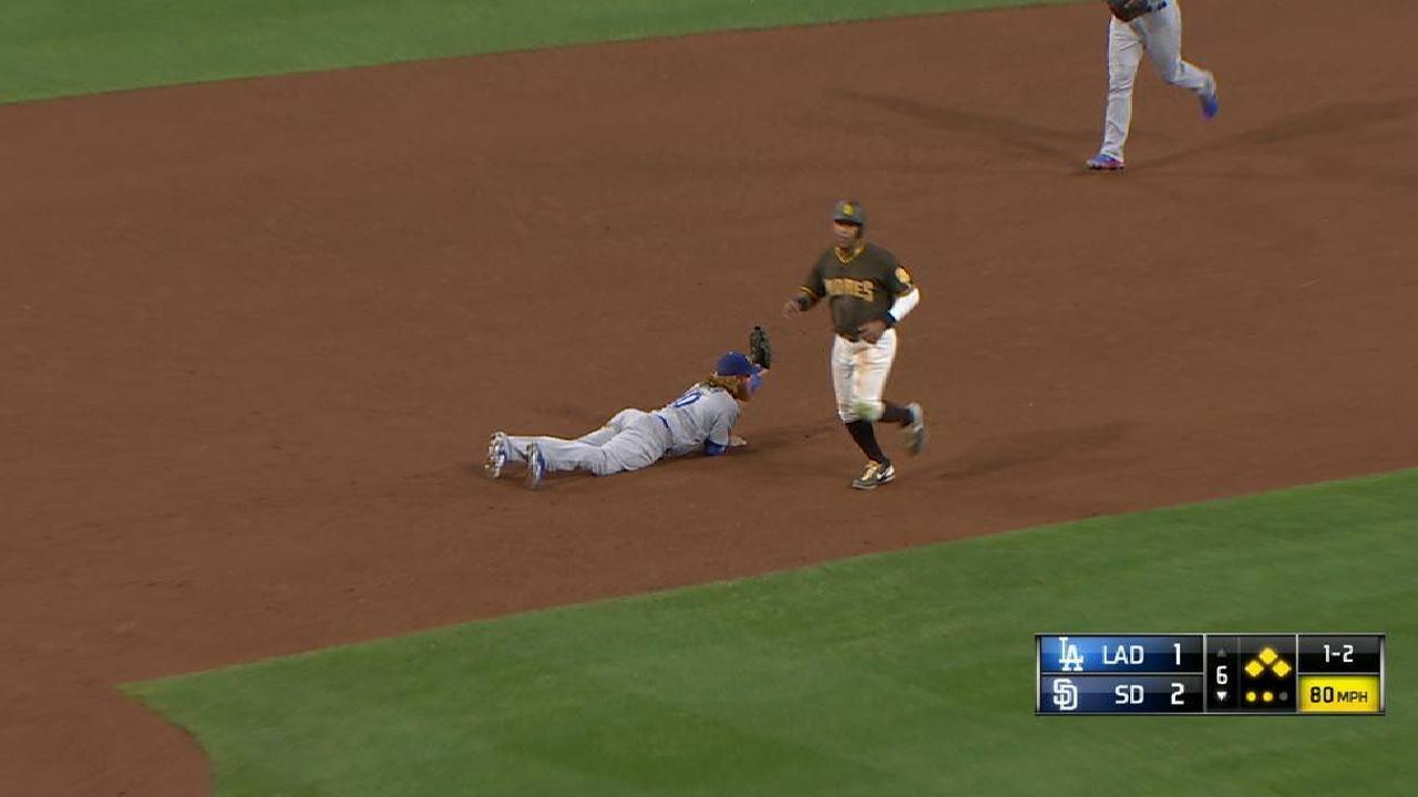 Turner helps Romo escape jam