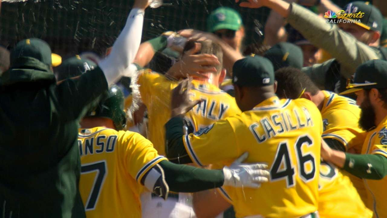 Healy's homer gives A's final edge vs. Tigers