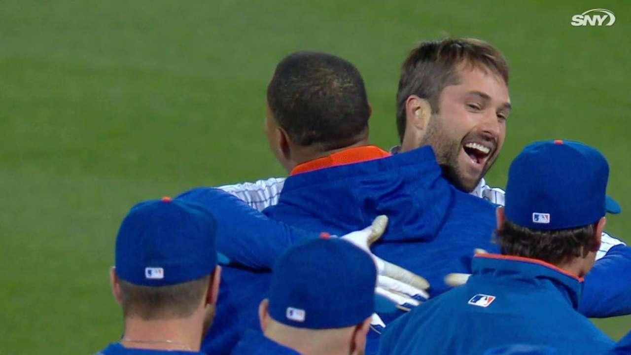 Walker's walk-off gives Mets win over Giants