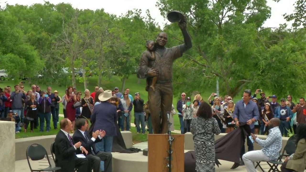Town reveals statue of Gwynn