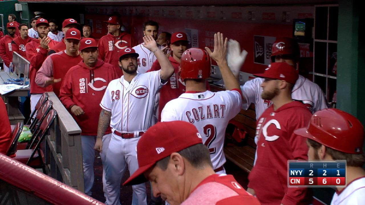 Reds use 5-run 2nd to end Yanks' win streak