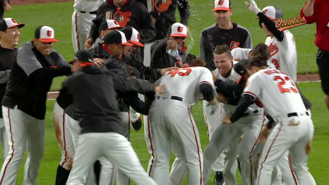 Trumbo define triunfo de Orioles sobre Nacionales con hit en el 12do inning