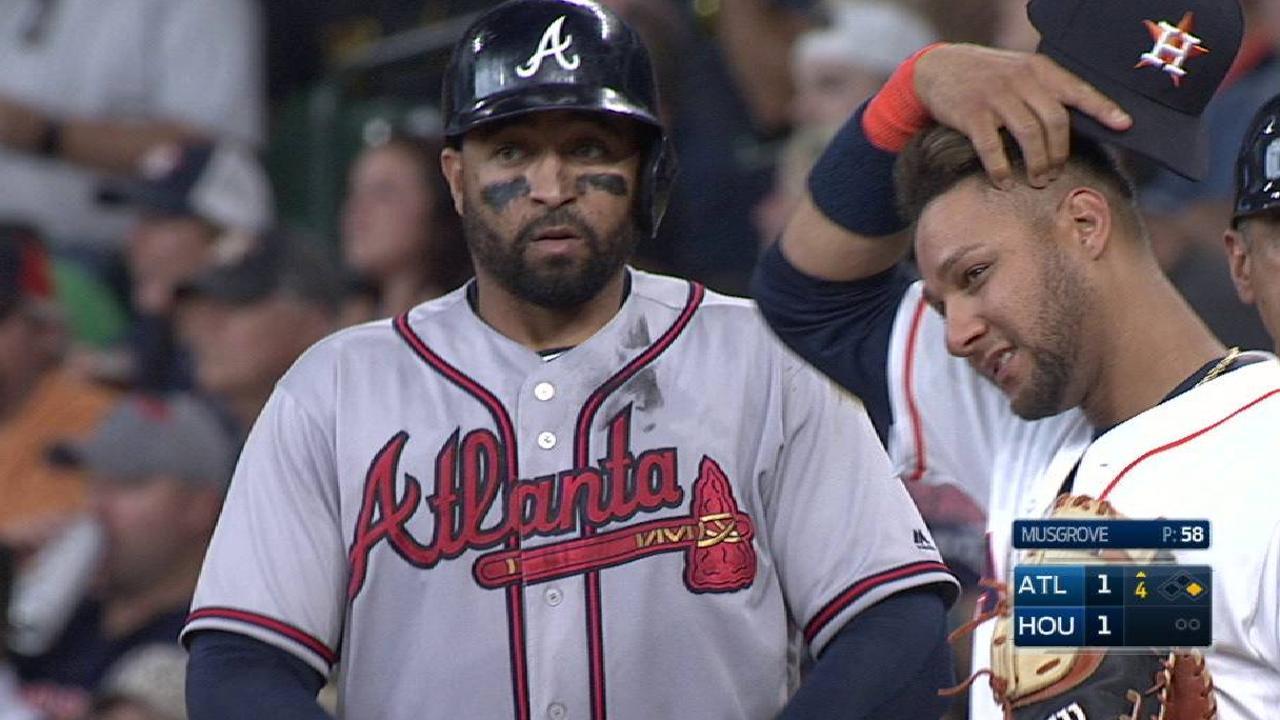 Kemp's single extends streak