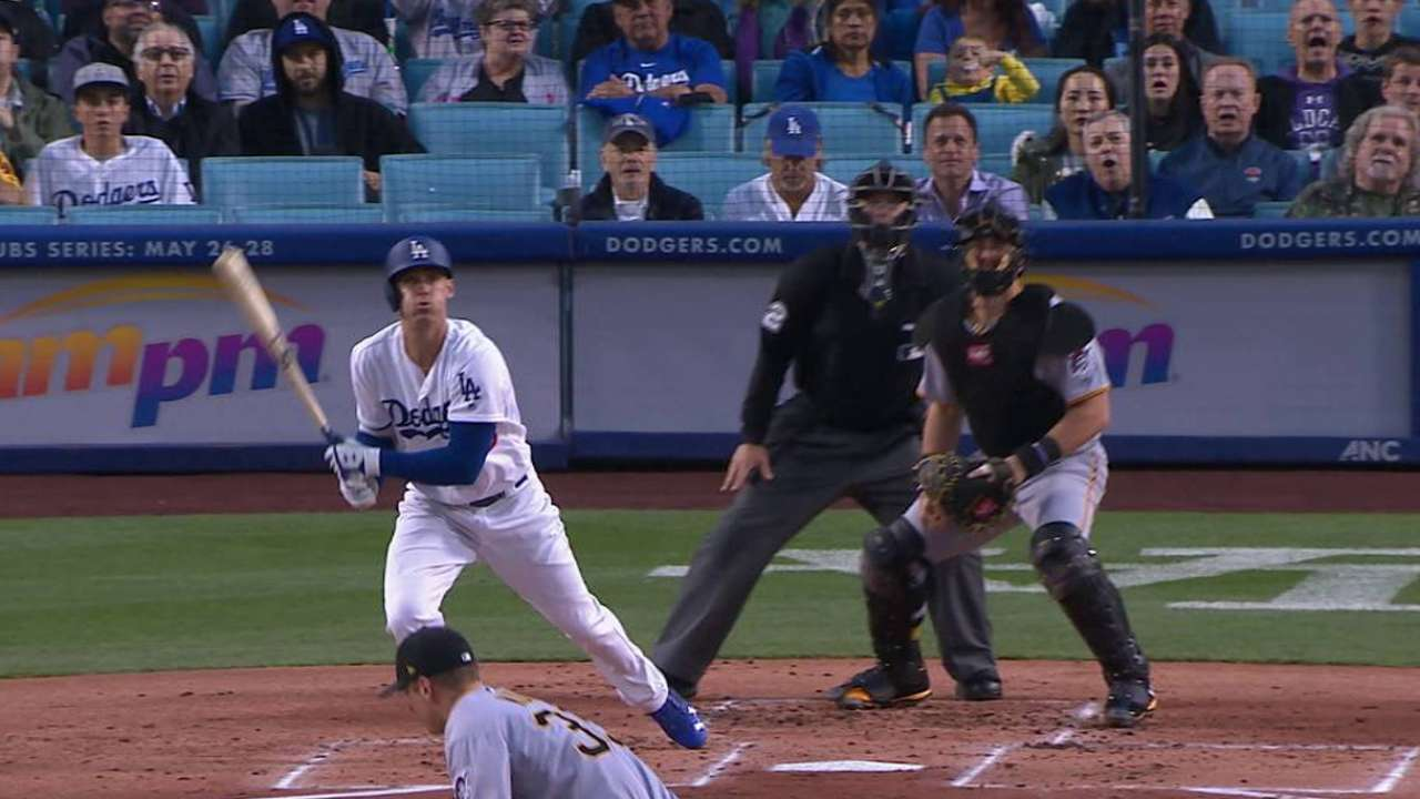 Dodgers barren a Piratas de la mano de Maeda, Bellinger