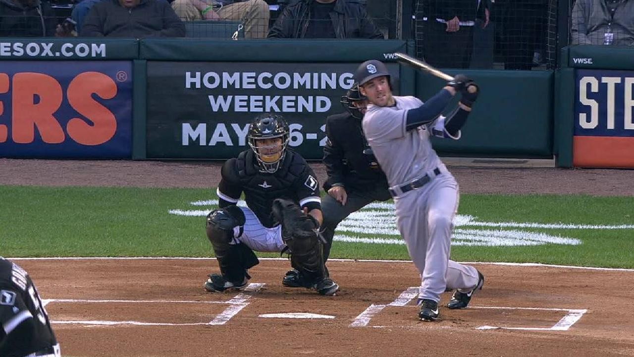 Szczur homers on first pitch back in Chicago