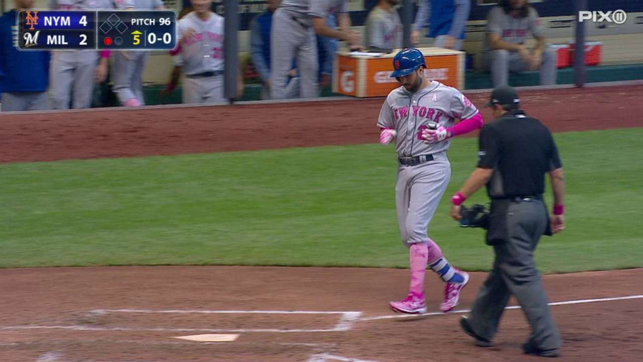 Walker homers, but rough inning costs Mets