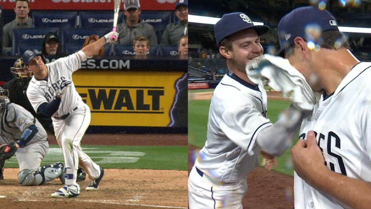 Renfroe's walk-off HR lifts Padres past Crew