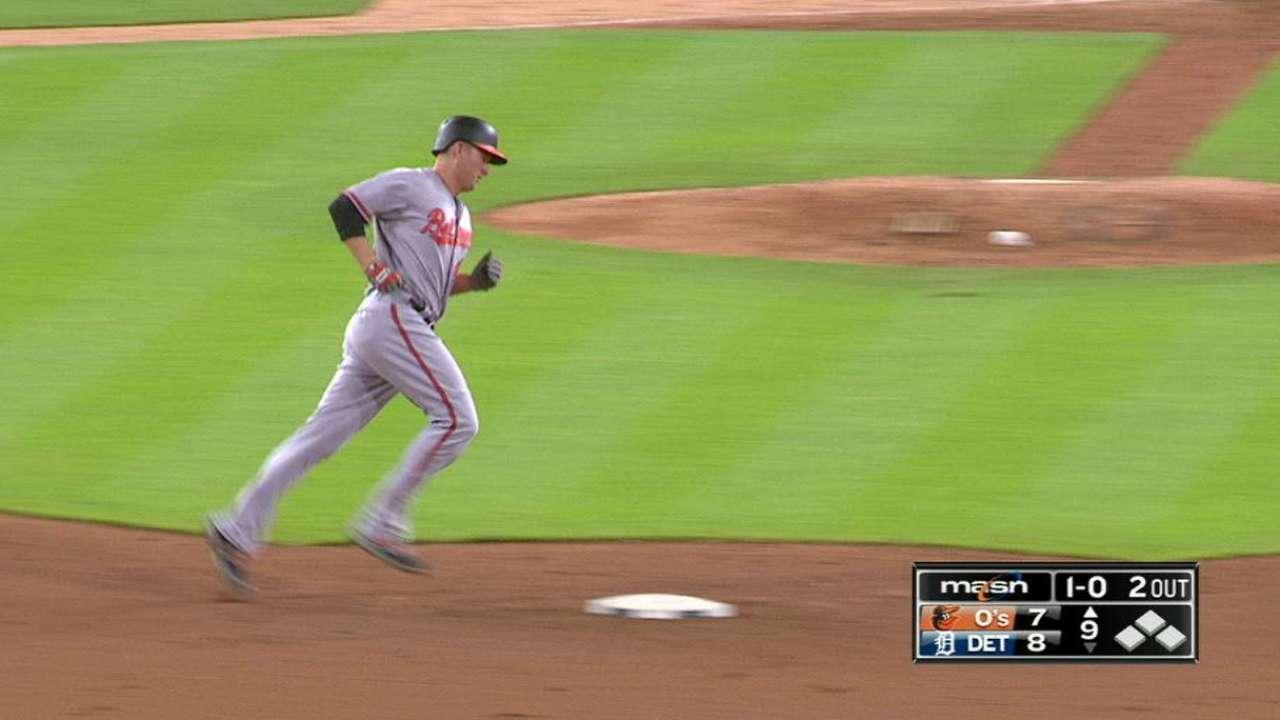 Trumbo's game-tying homer