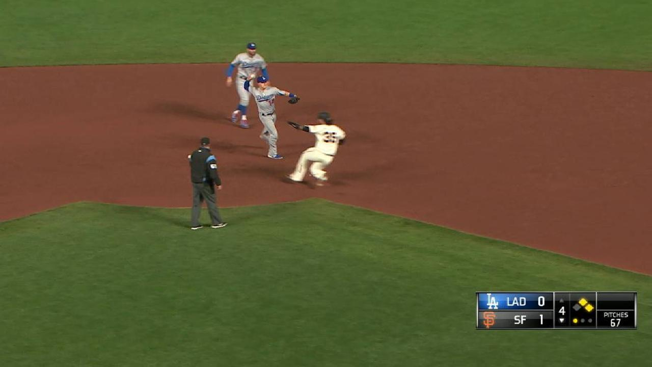 Dodgers end inning with DP