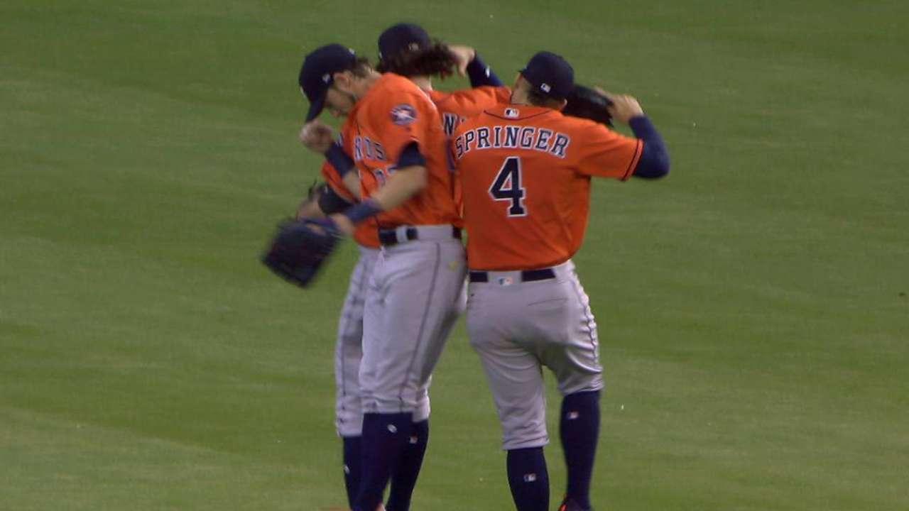 Giles seals the Astros' win