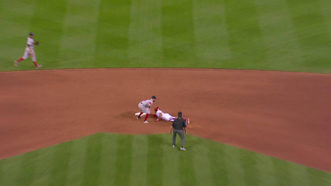 Vazquez throws out Pham