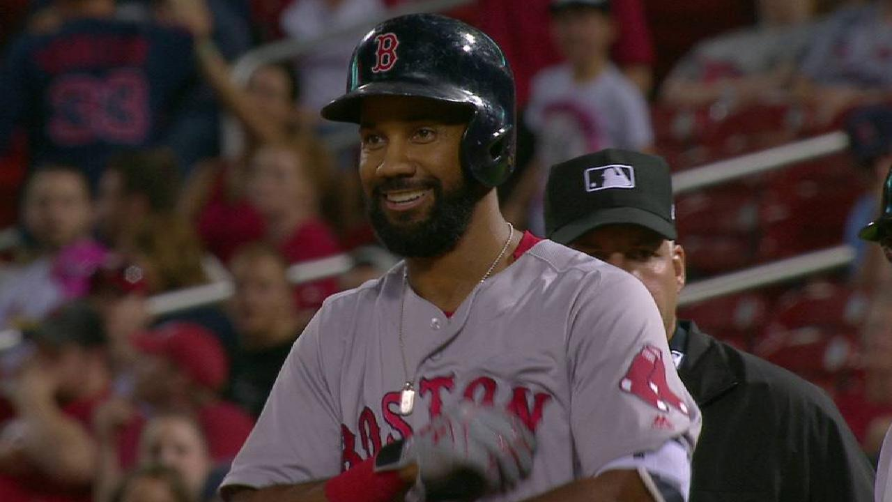 Young's pinch-hit single lifts Sox in 13th