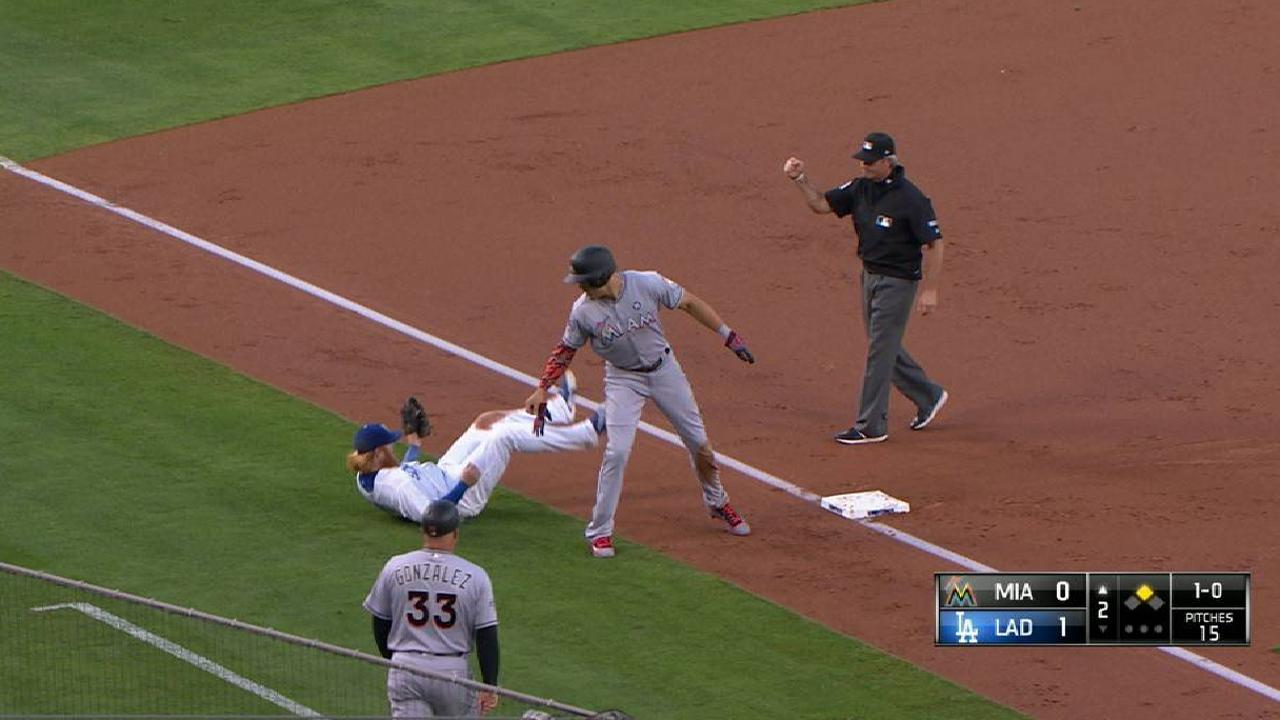 Grandal nabs Stanton at third