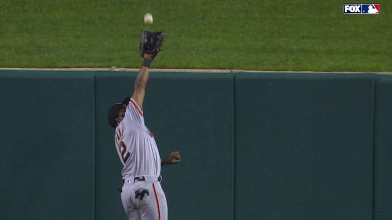 Giants giving Span rest for ailing thumb