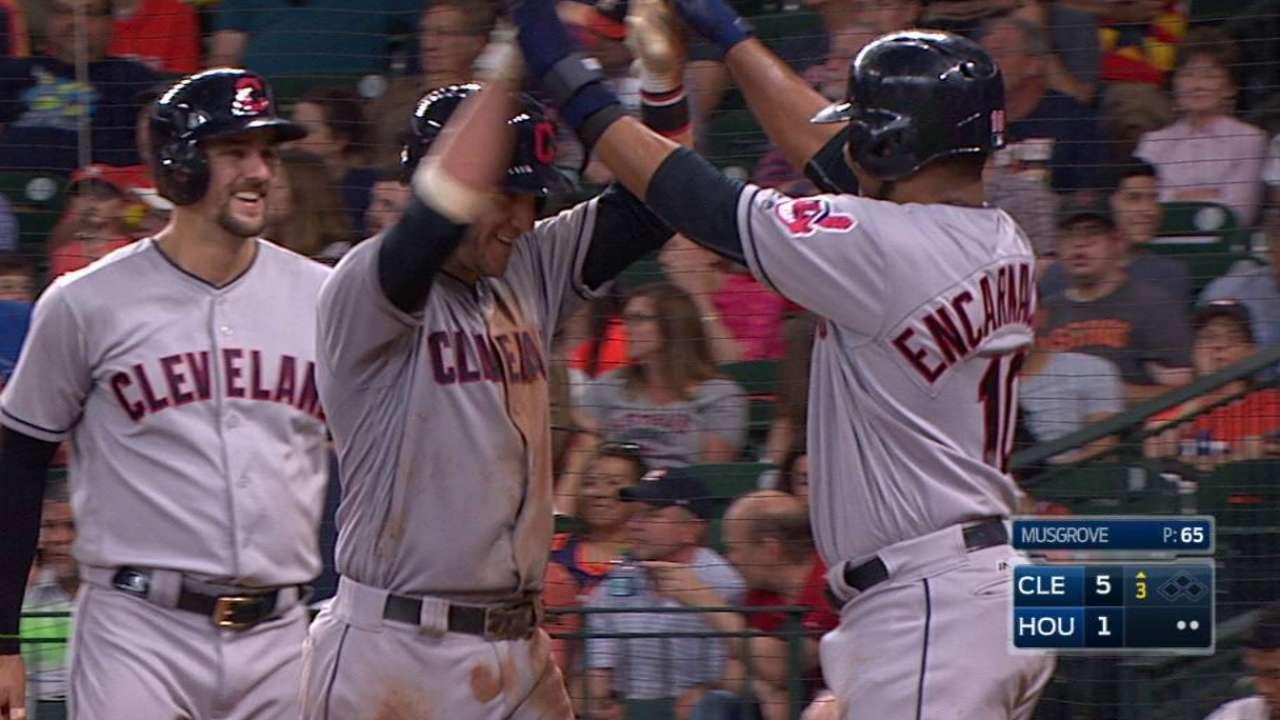 Los Indios barren a los Astros en una gran tarde de Yan Gomes
